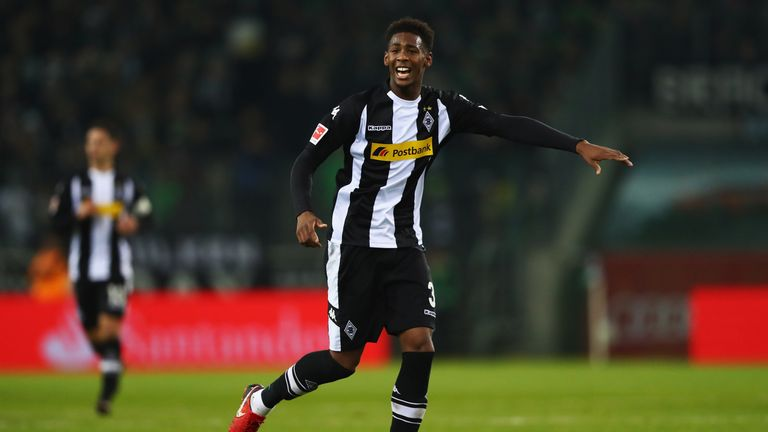 Borussia Monchengladbach have placed a bid for West Ham defender Reece Oxford