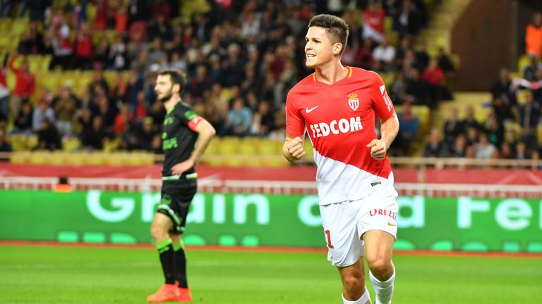Southampton have agreed a £19.1m deal to sign striker Guido Carrillo
