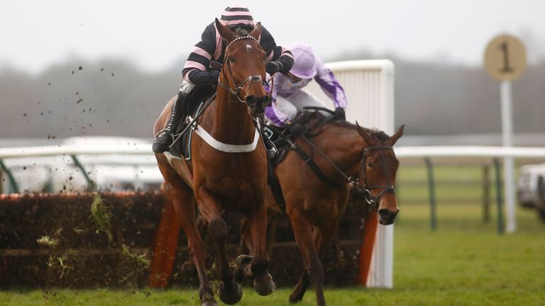 Mr Whipped and Nico de Boinville score at Warwick