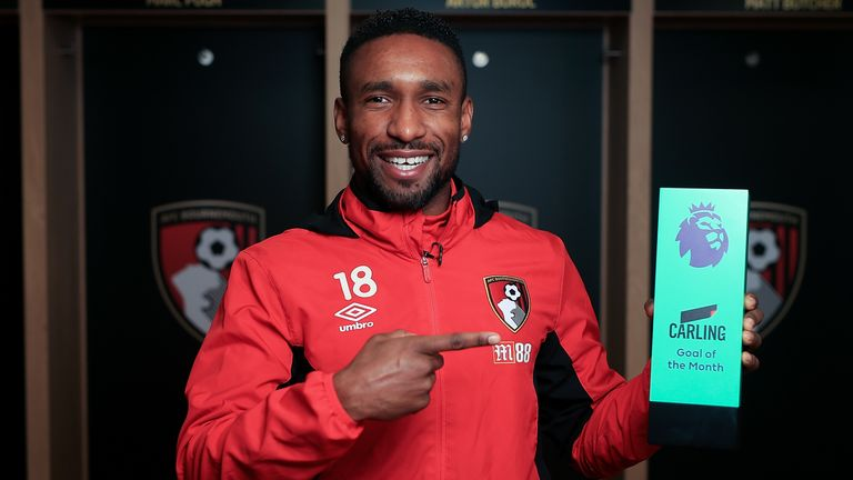 Defoe poses with his Carling Premier League Goal of the Month award