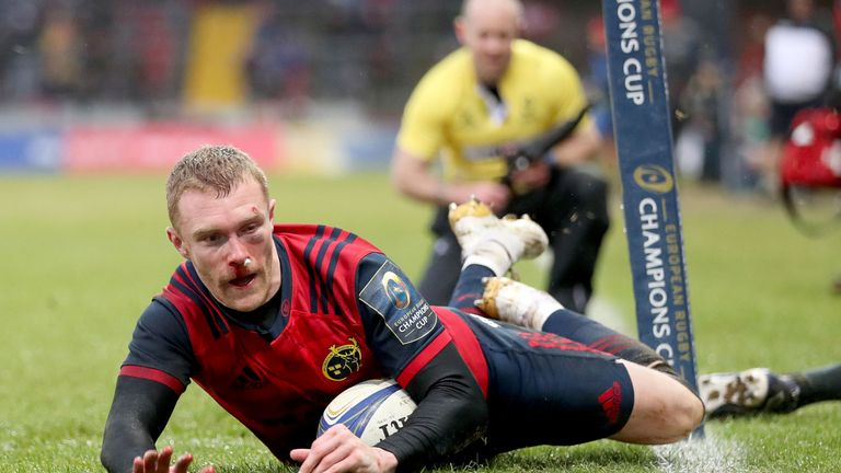 Munster's man of the match Keith Earls scores against Castres  to set up a quarter-final against Toulon at Thomond Park