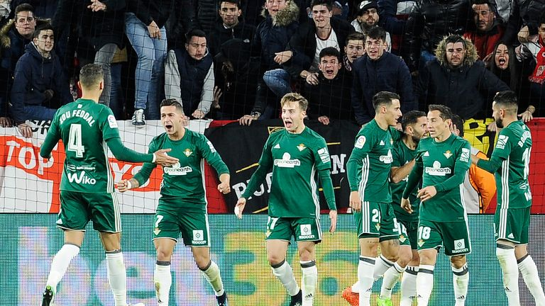 Real Betis' players celebrate their win at Alaves