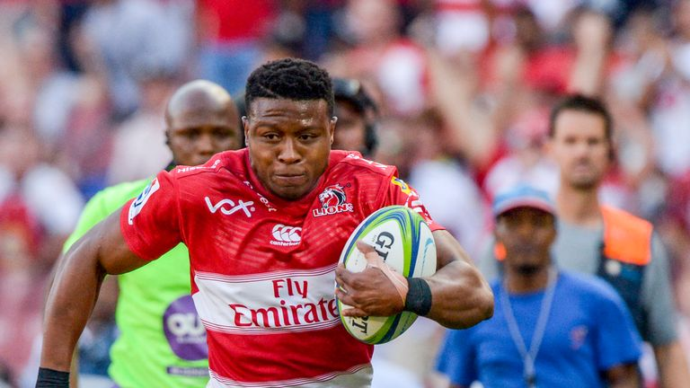 Aphiwe Dyantyi on the attack for the Lions