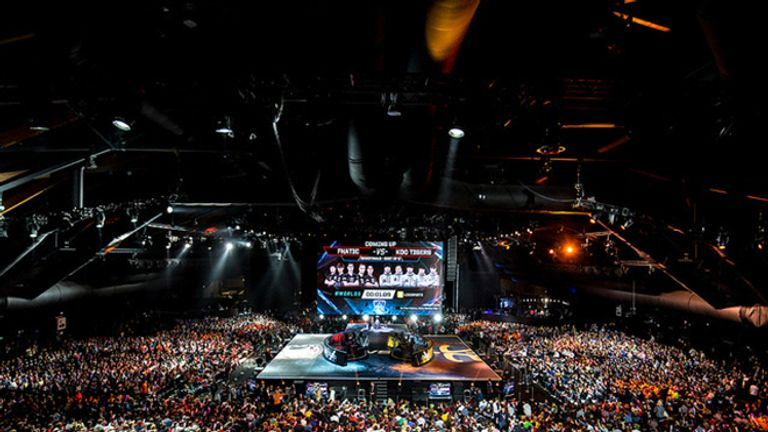 The arena is packed as the European home crowd cheers for their champions (credit: Riot Games)
