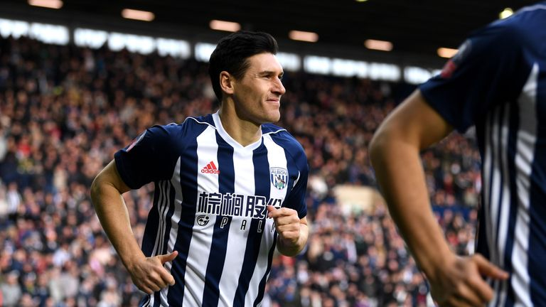 Gareth Barry has signed a one-year extension with West Brom