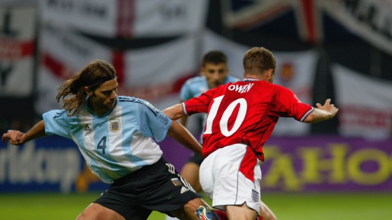 Mauricio Pochettino (left) thinks Michael Owen dived to earn England a penalty at the 2002 World Cup