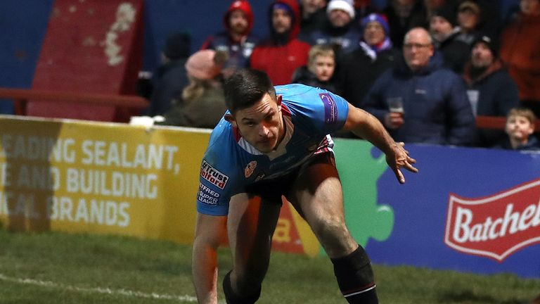 Niall Evalds crossed for Salford's second try