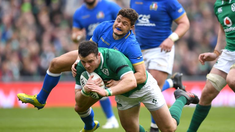 Robbie Henshaw scored twice, but left the field with a serious shoulder injury on Saturday
