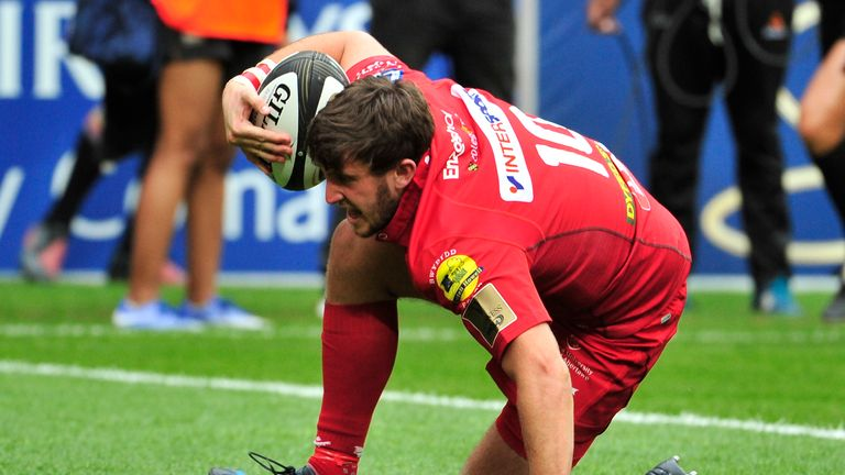 Dan Jones scored the second of two Scarlets tries in five first-half minutes, but they failed to build from there