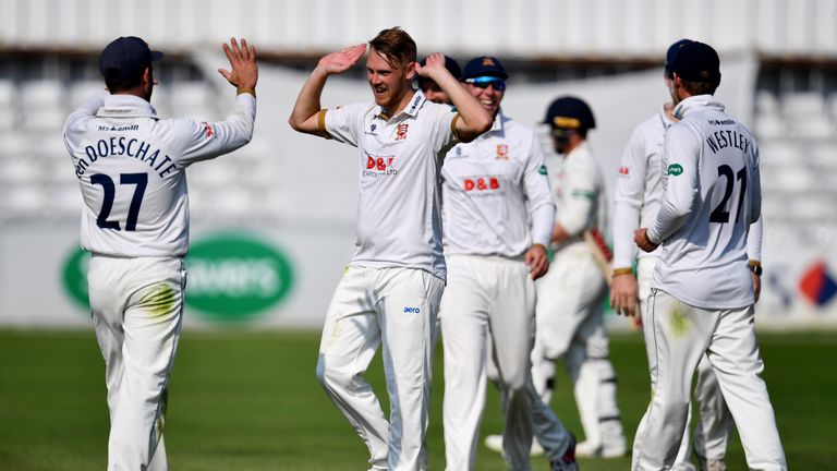 Jamie Porter took four wickets to quell a valiant fightback from Lancashire at Chelmsford