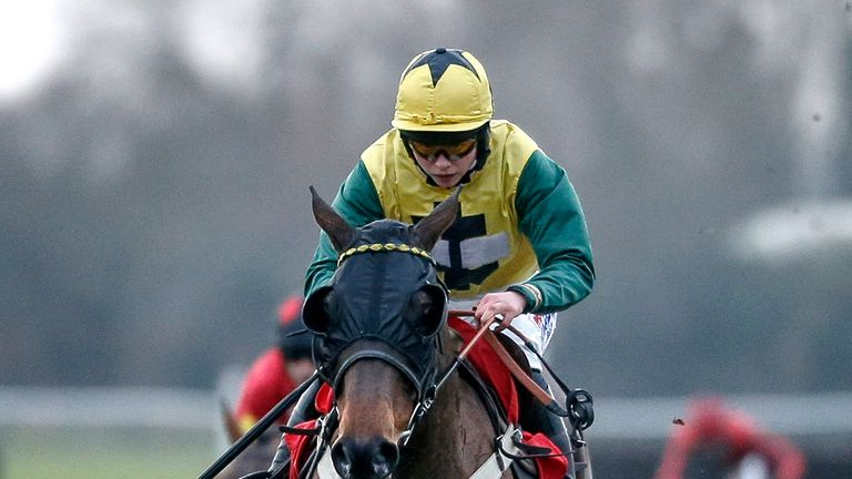 Milansbar - defends his Classic Chase crown