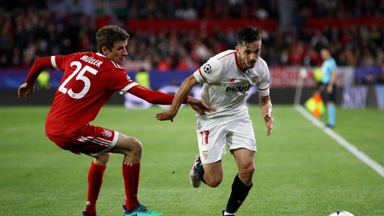 Pablo Sarabia bursts past Thomas Muller