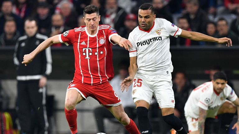 Robert Lewandowski and Gabriel Mercado battle for the ball