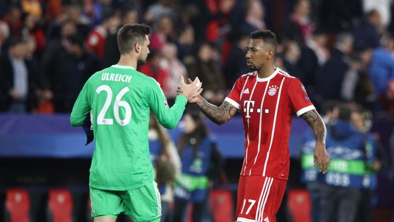 Sven Ulreich congratulates Jérôme Boateng