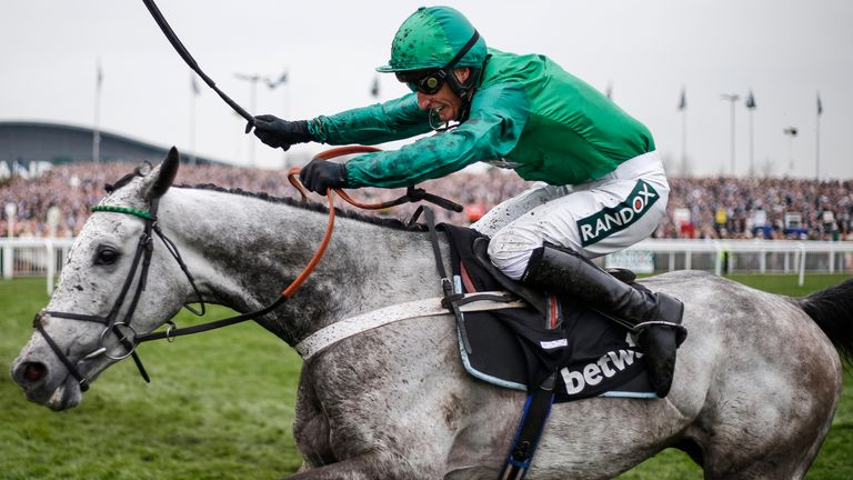 Daryl Jacob Terrefort go clear at Aintree