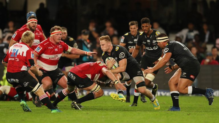 Dan du Preez on the charge for the Sharks