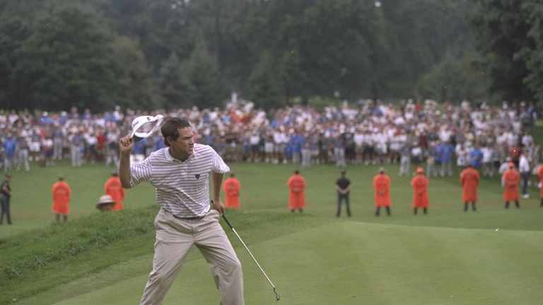 Davis Love III celebrates after his winning putt at Winged Foot in 1997