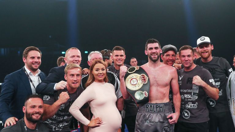 Fielding makes the first defence of his WBA belt against Alvarez