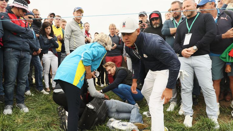 Tiger Woods Battling Injury On Ryder Cup Weekend