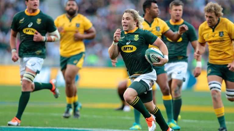 Faf de Klerk races clear to score a try at the Nelson Mandela Bay stadium