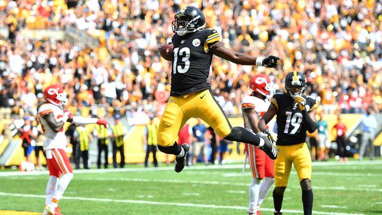 James Washington celebrates his game-tying touchdown before the half