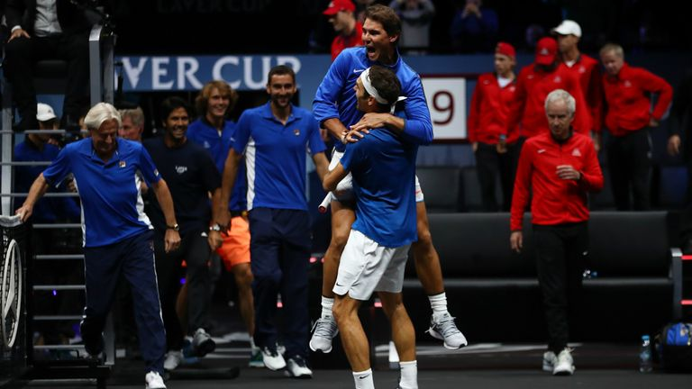 Here's the moment Roger Federer won the Laver Cup for Team Europe in 2017...