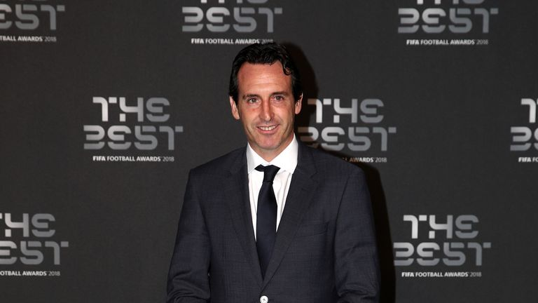 Emery arrives on the Green Carpet on Monday night