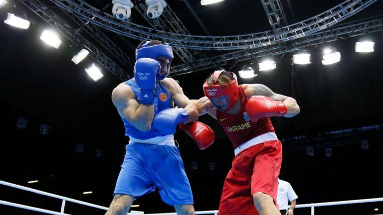 Oleksandr Usyk (R) defeated Beterbiev at London 2012