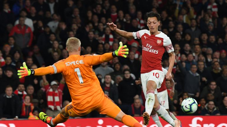 Mesut Ozil's outside-of-the-foot assist set-up Pierre-Emerick Aubameyang to round off Arsenal's third goal