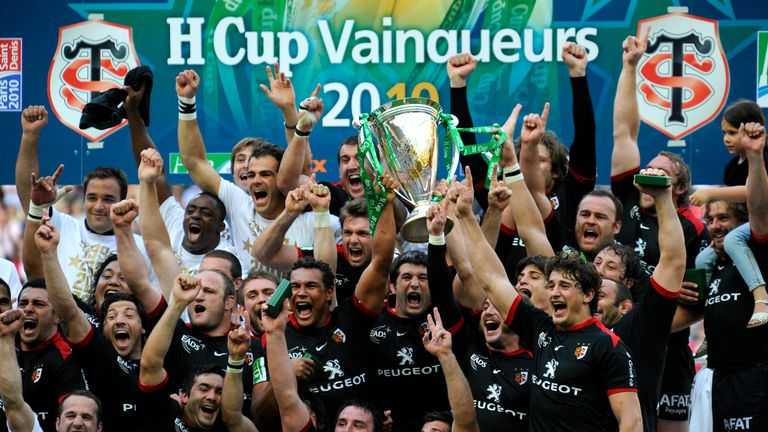 Toulouse lift the Heineken Cup following their victory over Biarritz