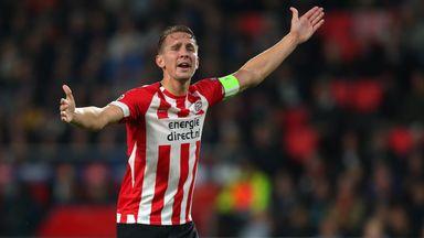 Luuk de Jong scored twice as PSV drew 2-2 with Utrecht