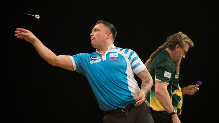 BWIN GRAND SLAM OF DARTS.ALDERSLEY LEISURE VILLAGE,.WOLVERHAMPTON.PIC;LAWRENCE LUSTIG.QUARTER-FINAL.SIMON WHITLOCK V GERWYN PRICE.GERWYN PRICE  IN ACTION
