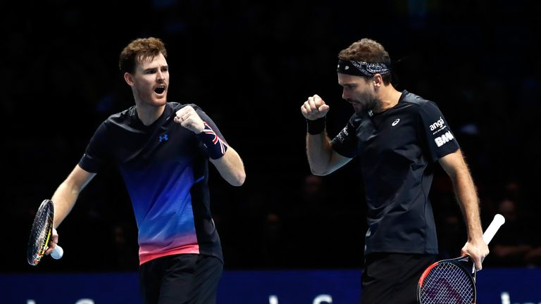 Jamie Murray and Bruno Soares were the first players to qualify for the last four