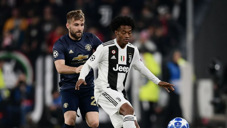 Luke Shaw battles for the ball with Juan Cuadrado in the first half