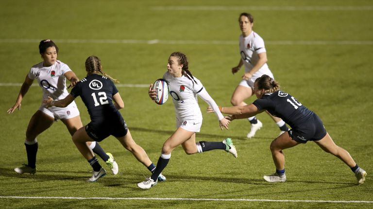 Kelly Smith runs in to score England's sixth try