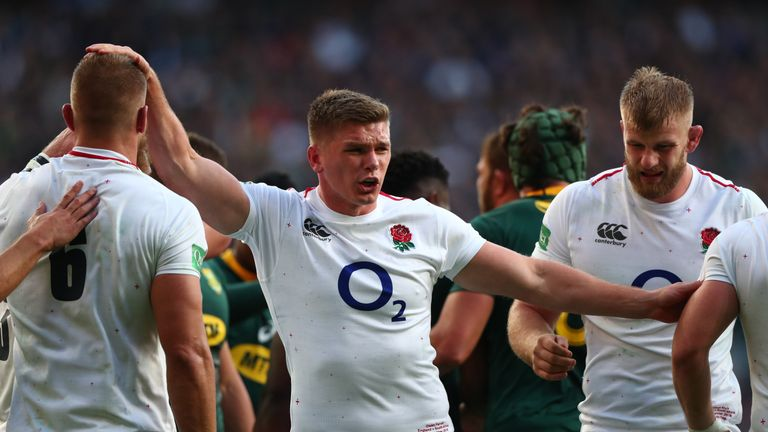 Owen Farrell shouts orders at his England team-mates