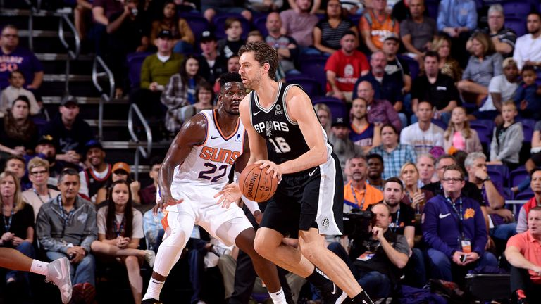PHOENIX, AZ - OCTOBER 31: Pau Gasol #16 of the San Antonio Spurs handles the ball against the Phoenix Suns on October 31, 2018 at Talking Stick Resort Arena in Phoenix, Arizona. NOTE TO USER: User expressly acknowledges and agrees that, by downloading and or using this photograph, user is consenting to the terms and conditions of the Getty Images License Agreement. Mandatory Copyright Notice: Copyright 2018 NBAE (Photo by Michael Gonzales/NBAE via Getty Images)