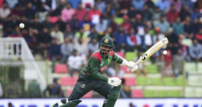 Liton Das survived a controversial no-ball decision