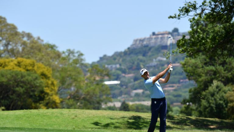 Oosthuizen opens up 3-stroke lead in SA Open golf
