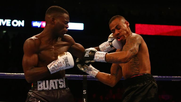 Buatsi hurt Quinlan with powerful hooks from the first bell