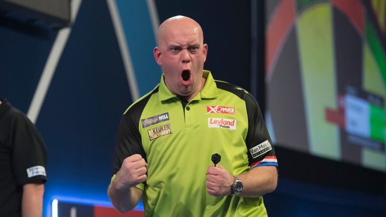 WILLIAM HILL WORLD DARTS CHAMPIONSHIP 2019.ALEXANDRA PALACE,.LONDON.PIC;LAWRENCE LUSTIG.ROUND 2.MICHAEL VAN GERWEN V ALAN TABERN.MICHAEL VAN GERWEN  IN ACTION.