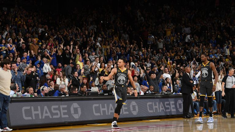 Stephen Curry hits last-second shot to beat LA Clippers | NBA News |
