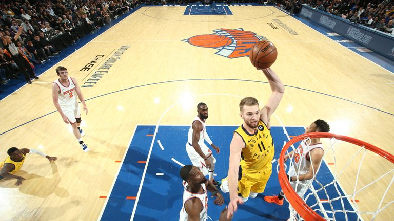 Domantas Sabonis dunks against the New York Knicks