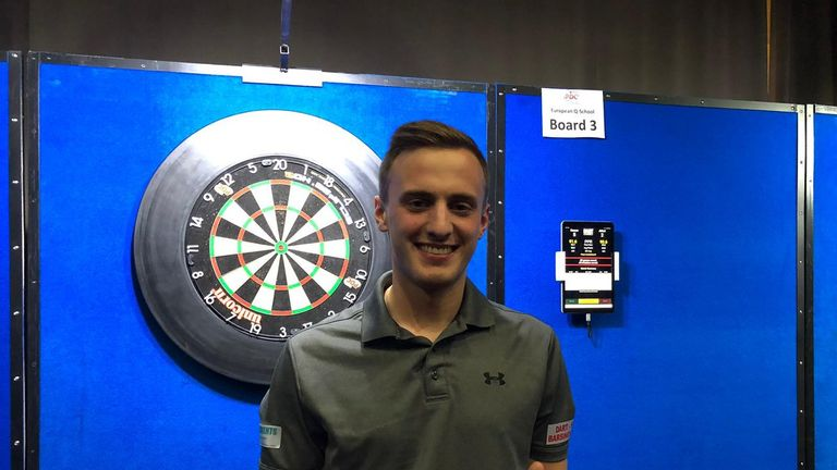 German youngster Christian Bunse has earned his PDC Tour card