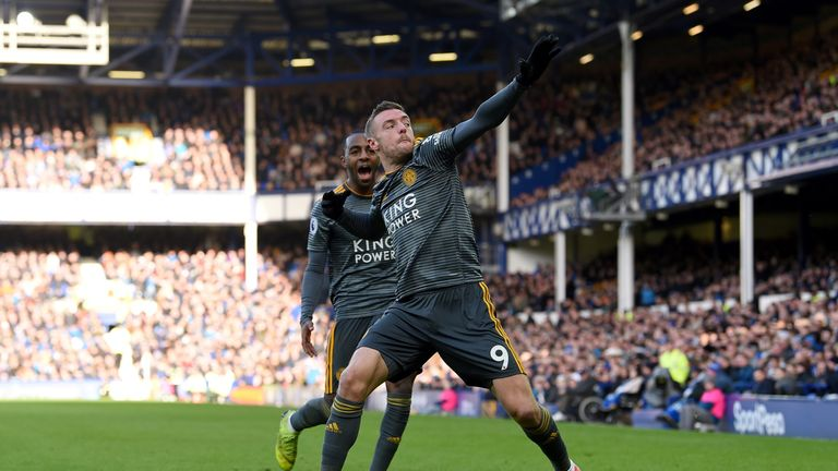 Jamie Vardy celebrates giving Leicester a 1-0 lead