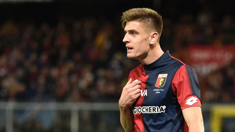 GENOA, ITALY - DECEMBER 09: Krzysztof Piatek of Genoa during the Serie A match between Genoa CFC and SPAL at Stadio Luigi Ferraris on December 9, 2018 in Genoa, Italy. (Photo by Paolo Rattini/Getty Images)
