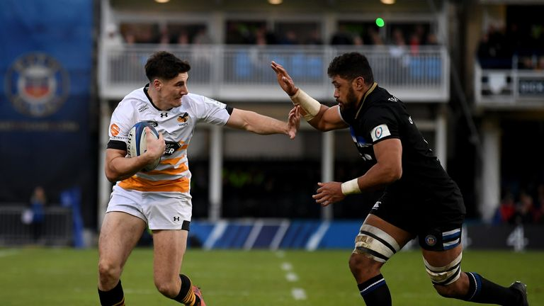 Taulupe Faletau looks to tackle Wasps' Ross Neal at the Rec