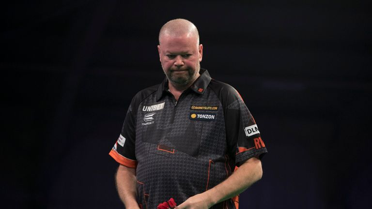 Van Barneveld now remains the only player without a win in this year's competition