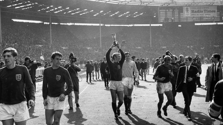 Gordon Banks celebrates England's 1966 World Cup final win alongside captain Bobby Moore