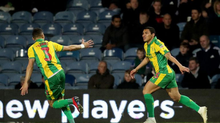 West Bromwich Albion's Jefferson Montero (right) celebrates scoring